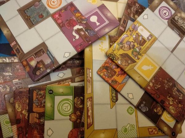 Cartes représentant les différentes pièces du labyrinthe dans le jeu Magic Maze